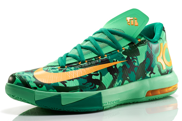 A Glance Into Kevin Durant's Nike KD V 'Easter' Shoe (VIDEO
